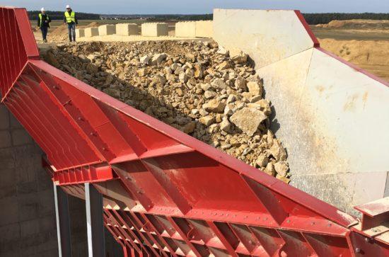 AUMUND-Arched-Plate-Conveyor-in-the-Transkom-quarry_1