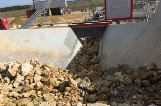 AUMUND-Arched-Plate-Conveyor-in-the-Transkom-quarry_4