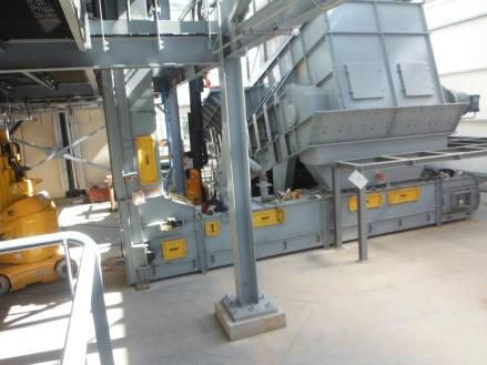 New-AUMUND-BPB-SLP-Hybrid Feeder,-a-technical-combination-of-Samson®-Material-Feeder-and-heavy-duty-AUMUND-BPB-SF-Arched-Plate-Conveyor_2